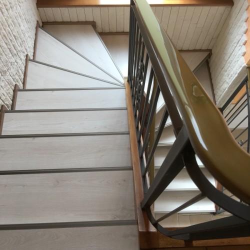 Rénovation des marches d'un escalier ajouré